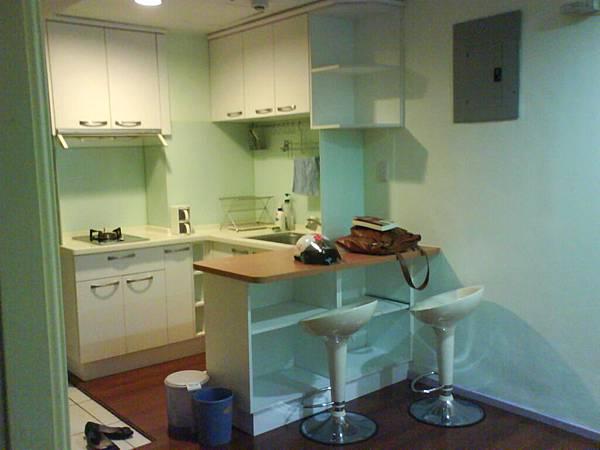 廚房,含吧台椅兩個