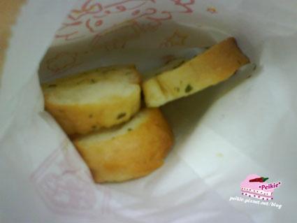 發現義大利麵蒜頭麵包.jpg