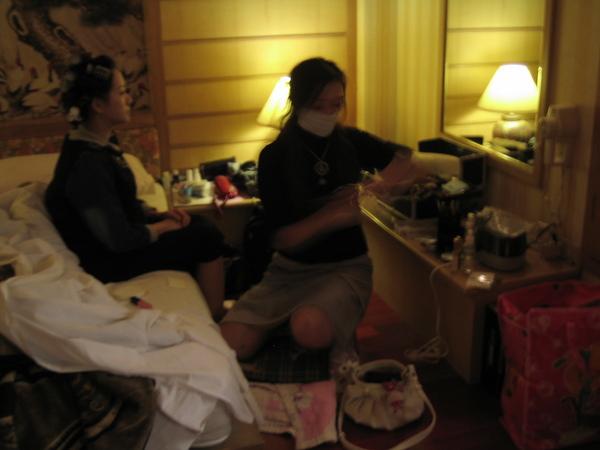 20061101天民小金婚禮-一大早,化妝師南下趕來幫小金化妝