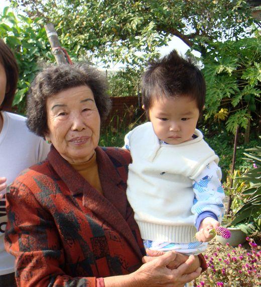 外曾祖母抱抱.jpg