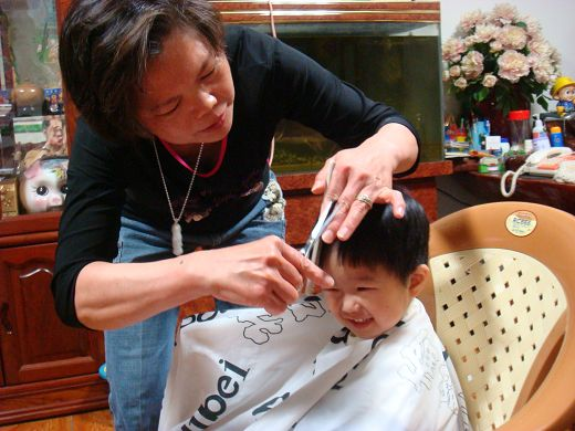 阿嬤剪頭髮.jpg