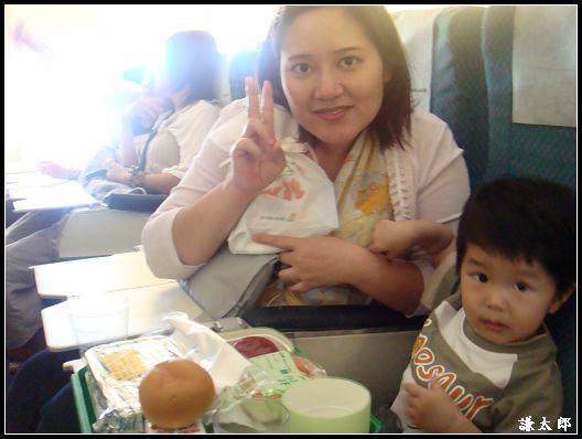 馬來day1_機上兒童餐.jpg