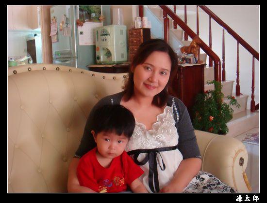 謙太郎與媽咪六月近照.jpg