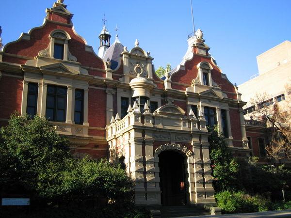Melbourne University 正面