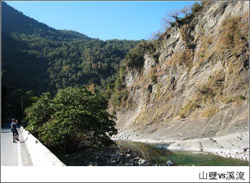 山壁溪流.jpg