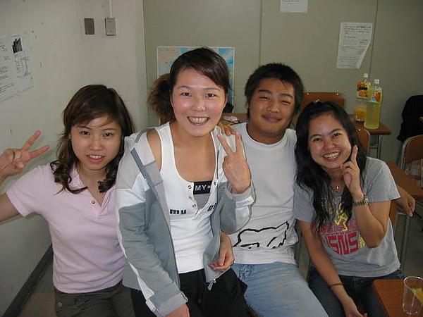 智龍跟三個老婆的合照1
