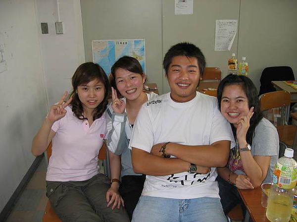 智龍跟三個老婆的合照2