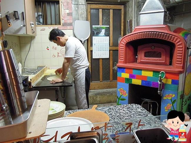 韓國首爾必吃美食 弘大美食 惠化石頭大叔PIZZA 石頭大叔披薩 石頭大叔中文菜單02