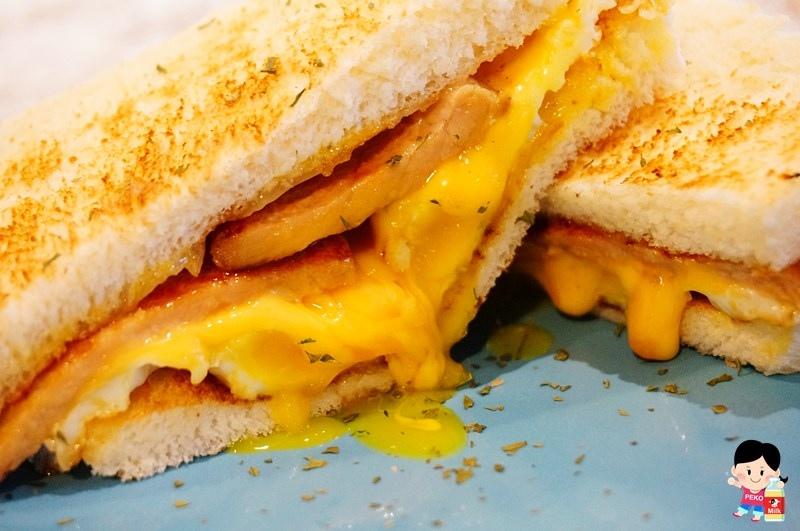 就是要吃早餐.板橋早午餐.不限時板橋早午餐.板橋肉蛋起司.碳烤胖包.熱炒碳烤三明治.板橋美食.