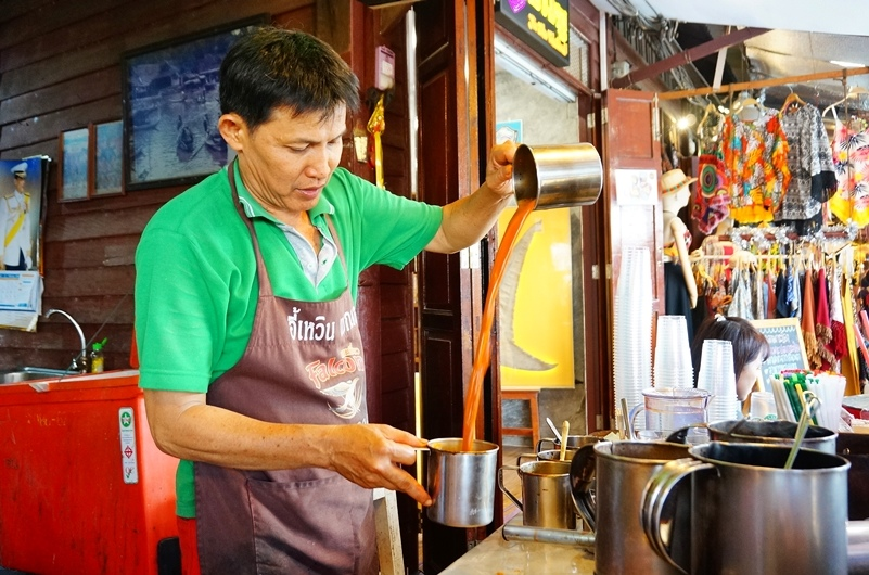 安帕瓦水上市場.安帕瓦必吃美食.安帕瓦美食.泰式奶茶.安帕瓦泰式奶茶.奶泡泰式奶茶.
