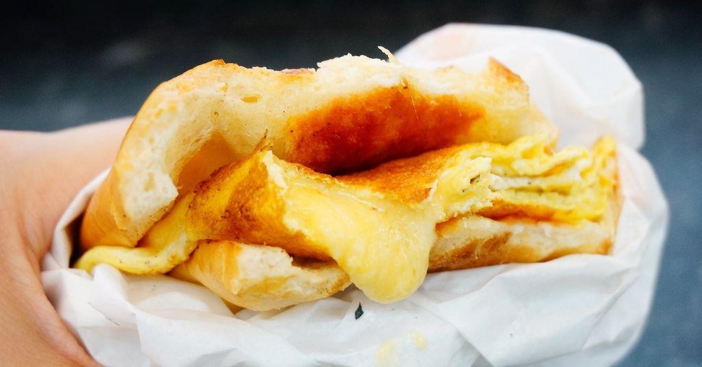 新莊美食.新莊早午餐.英倫小廚.捲餅.潛艇堡.貝果.爆乳三明治.新莊站美食.