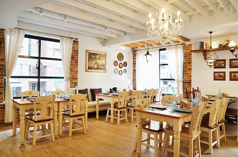 新店美食.新店早午餐.里拉六街.中央六街美食.里拉六街菜單.里拉六街新店.里拉六街歐陸廚房.里拉六街義大利麵.