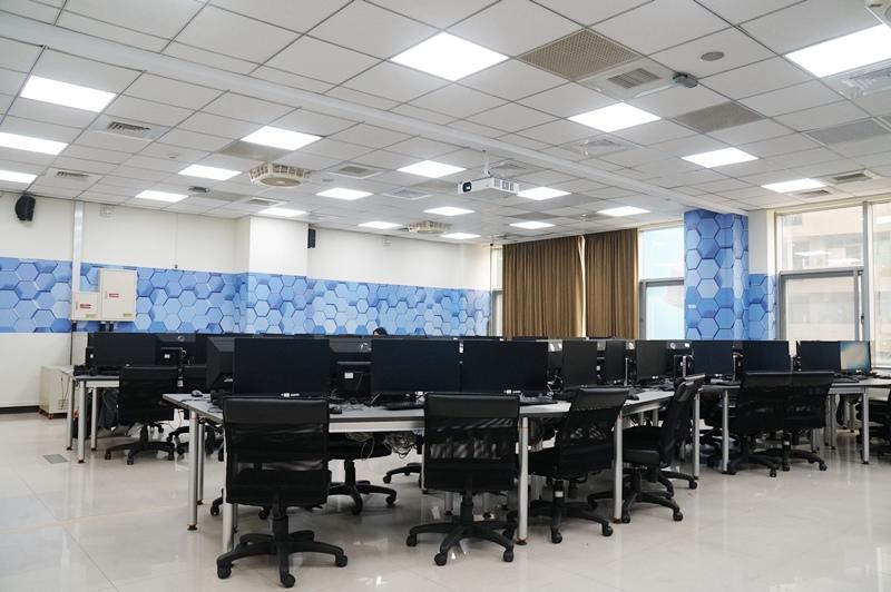 世新資管學生上課時的雲端數位教室