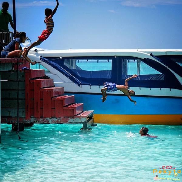 Maldives Hurawalhi海底餐廳 12