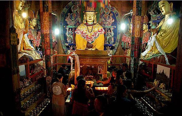 卓瑪拉康度母寺三世佛