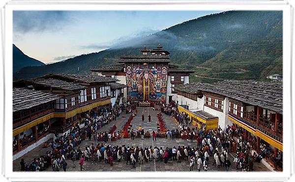 不丹大灌頂法會與國慶都安立蓮師八變大唐卡