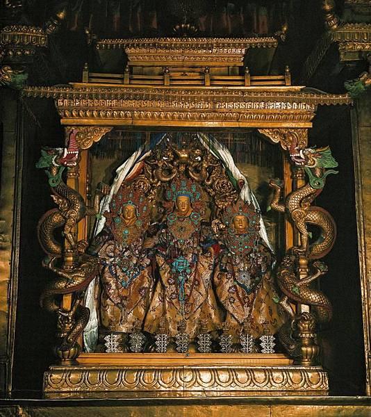 布達拉宮的鎮寺之寶-來自朋札瓦達那的檀香木千手觀音