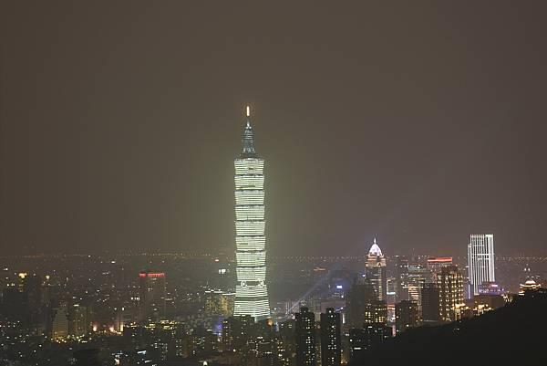 台北101夜景2s.jpg