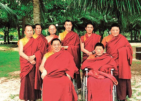晉美彭措法王與慈誠羅珠堪布索達吉堪布.jpg