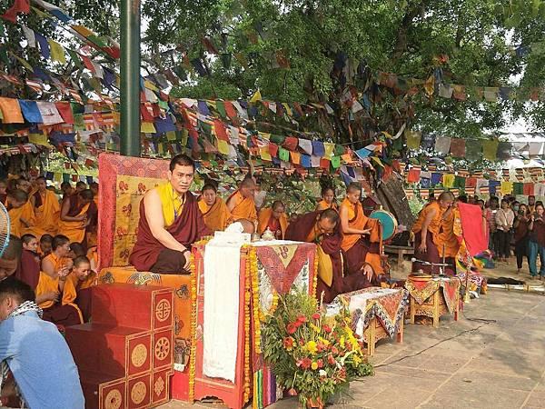 穆松祖古領眾於蘭毗尼佛陀出生地舉辦祈福法會2.JPG
