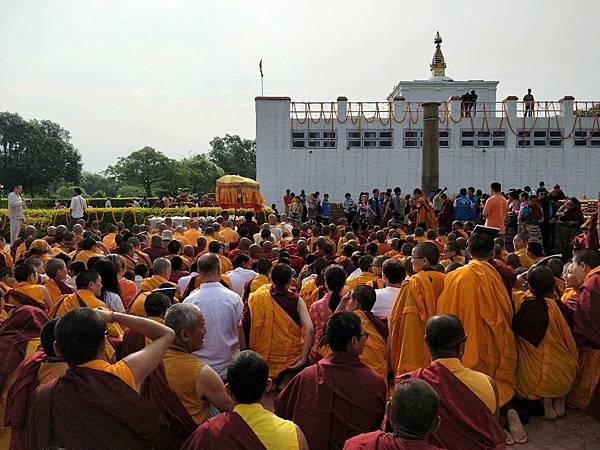 穆松祖古領眾於蘭毗尼佛陀出生地舉辦祈福法會3.JPG