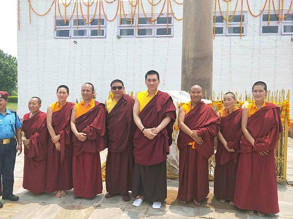 穆松祖古領眾於蘭毗尼佛陀出生地舉辦祈福法會6.JPG