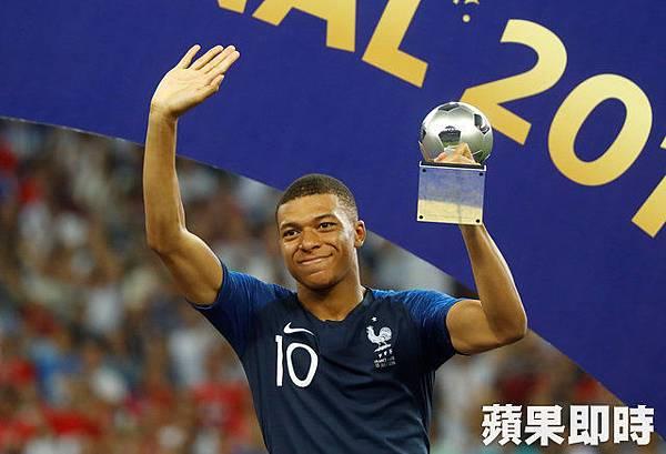 Mbappe 最佳年輕球員獎.jpg