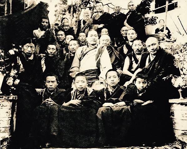 敦珠法王與學子1.JPG