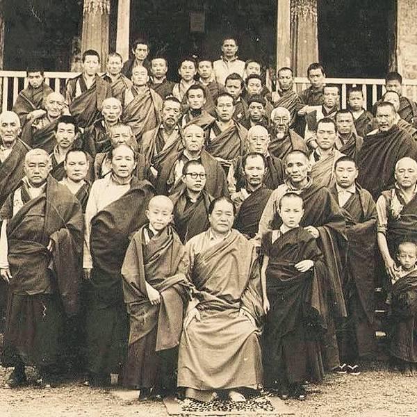 敦珠法王與學子2.JPG