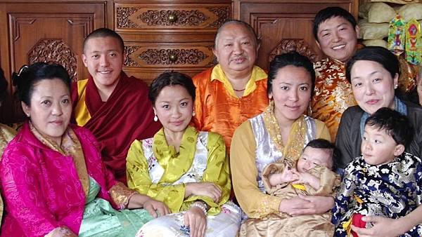 秋吉林巴家族2.JPG