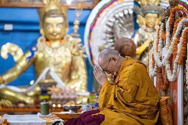 達賴喇嘛的千手觀音壇城也安立大蓮師.jpg