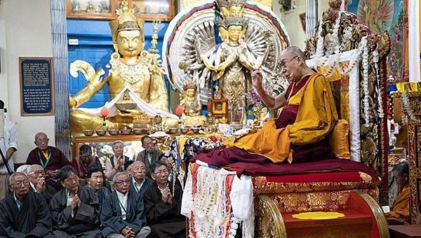 達賴喇嘛與千手觀音大蓮師壇城.jpg