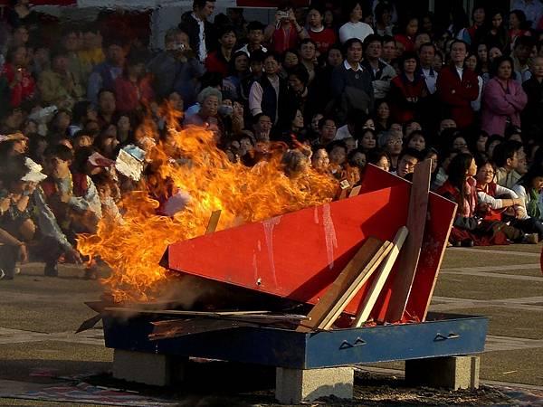 忿怒蓮師金剛鎧甲埋燒遮除障大成就法會20071201_3.jpg