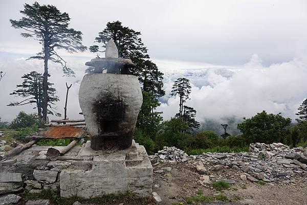 於不丹108舍利塔做煙供.jpg