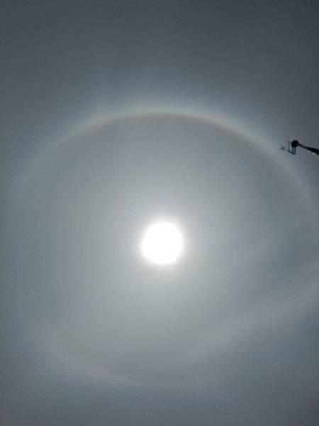 不丹108舍利塔上空出現的七彩虹光.JPG