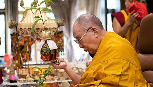 達賴喇嘛給予全球信眾本尊灌頂.jpg