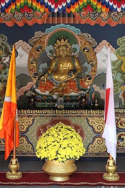 不丹皇宮寺院的黃財神F.jpg
