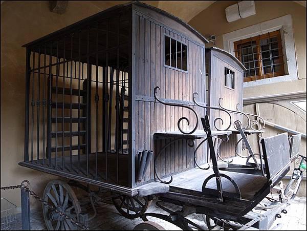 中世紀犯罪博物館內有囚車