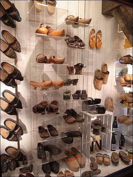 木鞋工廠內木鞋展示