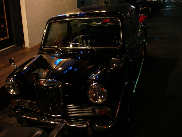 不知道什麼的古董車
