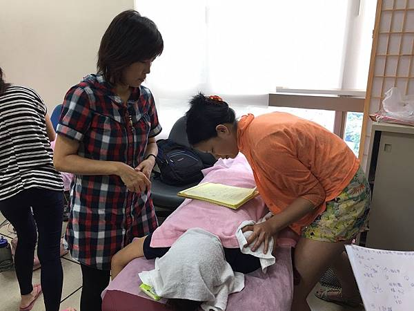 芳療經絡按摩課程照片_1339.jpg