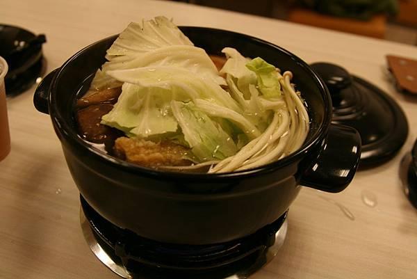 兩披索平價百元火鍋