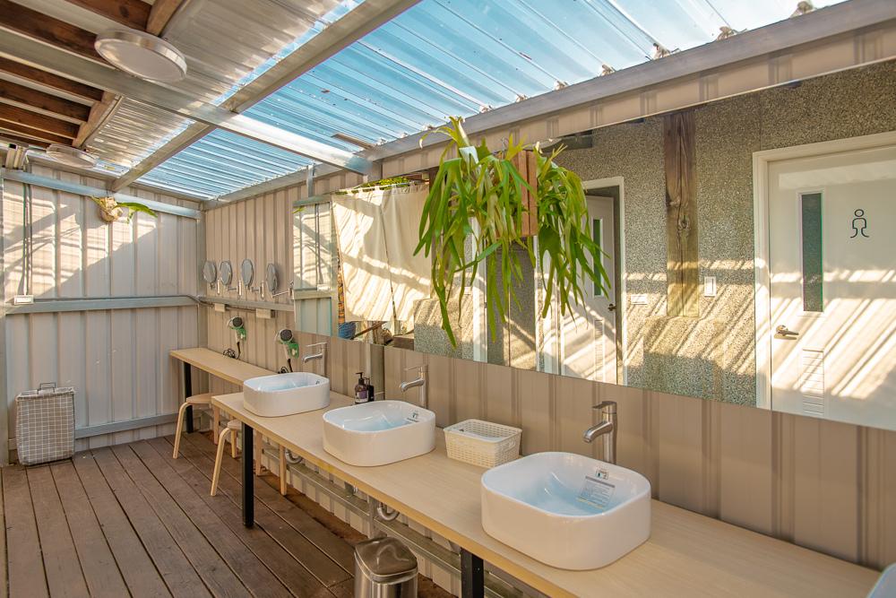 蟬說山中靜靜浴室