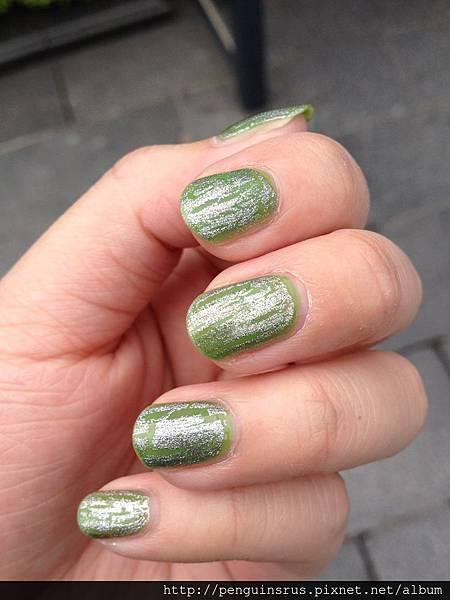 nails_green.jpg