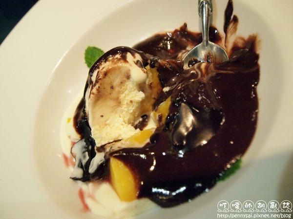 夏慕尼甜點冰心濃漿巧克力2.jpg