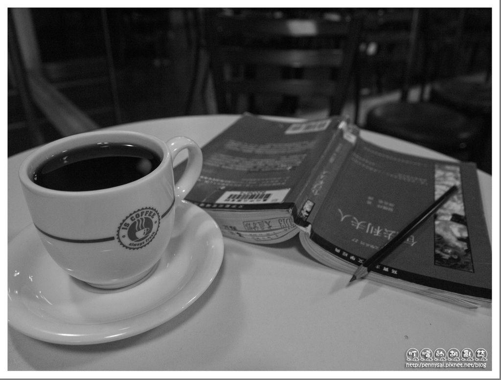 [L`élégance]Avec un café et-un livre.jpg