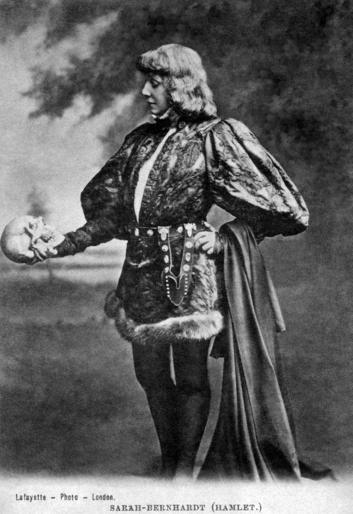 Sarah Bernhardt - Hamlet.jpg