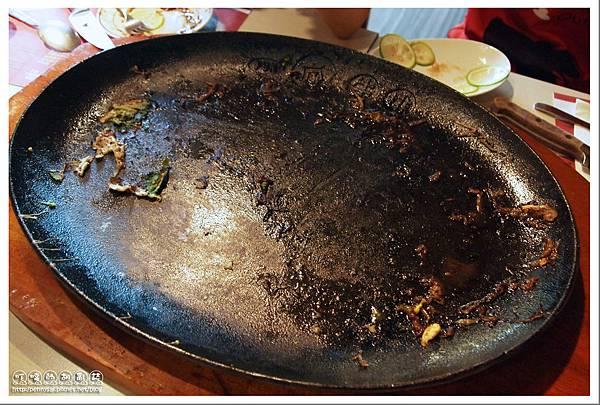 瘋牛排洋食(Fun Steak) - 88oz超大牛排被吃的精光