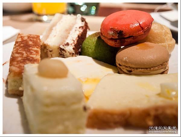 台北老爺大酒店 - Le Cafè 甜點拼盤.jpg