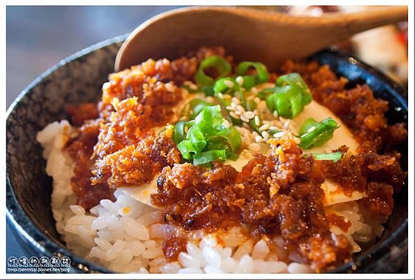 日式料理.燦雞 - 紅油溫泉蛋飯.jpg